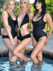 Pictures of Alexis Texas getting wet with her hot friends
