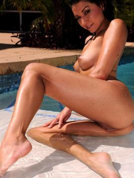 Pictures of Ann Marie Rios going for a sexy skinny dip