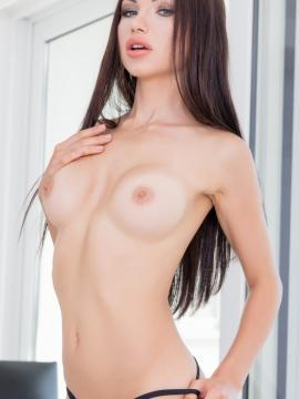 sasha-rose brunette topless