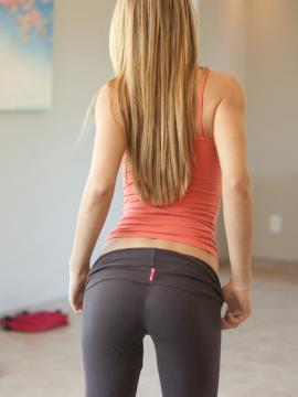Blonde beauty Cassidy Cole slides down her yoga pants to show off her camel toe
