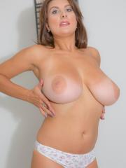 Busty babe Val lets you watch her trying on bras