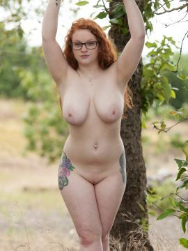Curvy redhead Kaycee Barnes gets naked for you on the beach