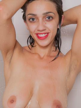 Busty girl Belle Wood wants to take a shower with you