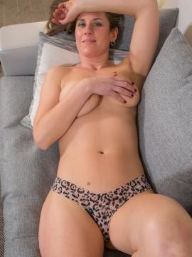 Dusty McPherson strips nude in her first set