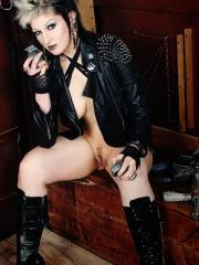Gothic cyberpunk Alley Shiver  cosplays as a Wasteland Warrior babe