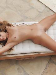 "Beautiful girl Altea B shows off her nude body outside in ""Sentar"""