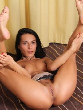 Lexi Dona shows tight pussy on floor