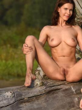 Busty babe Susi R shows her hot nude body outside in Magical