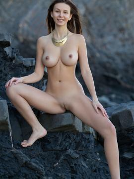Alisa I shows gorgeous body outside in Precious