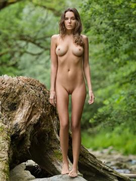 Katya Clover poses nude outside in Magic