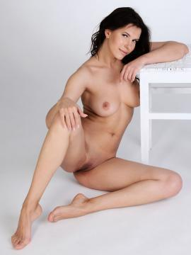 Susi R shows hot busty body in Welcome