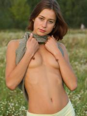 Pictures of hot girl Lena O nude in the field