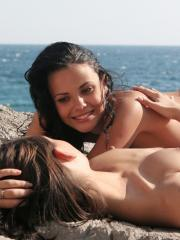 Femjoy's Armida and Olivia in Best Friends