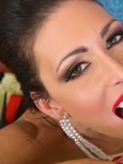 Brunette hottie Jessica Jaymes gives a hot pov blowjob