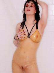 Pinup model Angela Ryan gets wet and invites you to join her