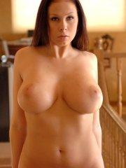 Pictures of Gianna Michaels giving you her pussy