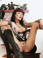 Hot sexual goth babe spreads her legs for you