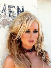 Pictures of Kayden Kross dressed up in sexy leather just for you
