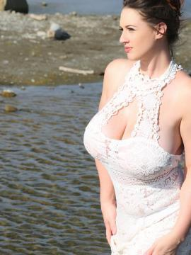 Big Tits Babe Lana Kendrick Exposes Her All Natural Breasts on the Beach