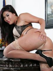 Pictures of London Keyes feeling horny for you at workl