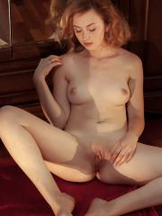 Pretty girl Jamie Joi gets naked for you on the floor
