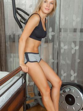 Xena flaunts her sexy legs and sweet ass while working out
