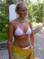 Picture gallery of an amateur sexy bikini chick
