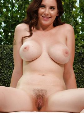 Busty girl Lillian does her first porn