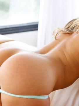 PAWG Candice bounces booty on stiffie