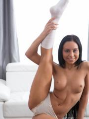 Amateur Uliane fucks her pussy with a giant sex toy until she cums