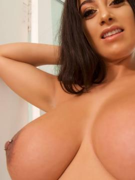 Boobs brunette fiona-siciliano