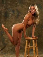 Blonde babe Samantha Saint displays her nude body like a priceless work of art