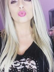 Blonde babe shares some pics of her sexy face