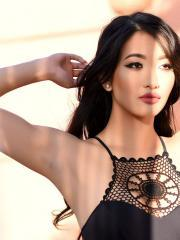 Beautiful girl Reina teases in her black bodysuit