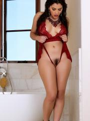 Brunette hottie Valentina Nappi rubs her pussy in the tub to excite you