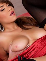 Busty Cassidy Banks loves fingering herself in bed
