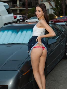 Hot coed Belle Knox shows you up her skirt while she does her stretches